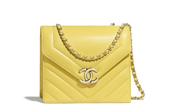 Chanel/香奈儿 口盖包, 小牛皮与金色金属., 黄.  AS0024 Y84084 5B642 15 × 17.6 × 7.4 cm