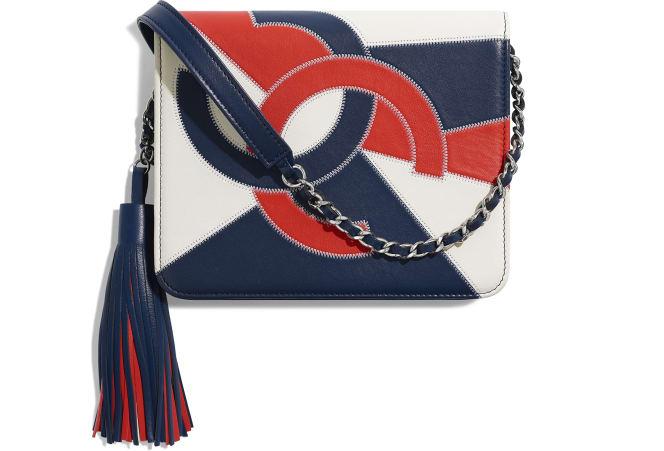 Chanel/香奈儿 链子小包, 羊皮革与银色金属., 白、海军蓝与红.  A70496 Y33449 K1327 14.5 × 6 × 17 cm